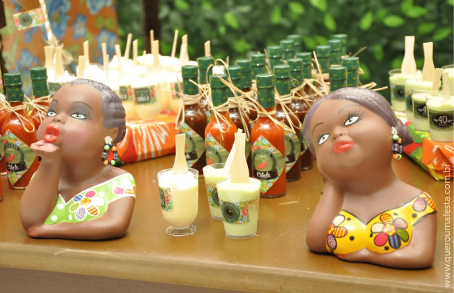 festa feijoada, enfeites para feijoada, como decorar feijoada, mesas decoradas para feijoada, feijoada chic, feijoada elegante, cardápio para feijoada, centro mesa feijoada, mesa de bolo feijoada, kit personalizado feijoada, ideias para festa adulto, festa elegante e barata, rotulos personalizados para feijoada, bolacha de chopp feijoada, porta-copos personalizado, chá bar feijoada, enfeite glicose extra, doces enfeitados feijoada, garrafinha de pimenta para lembrancinha, aniversário feijoada