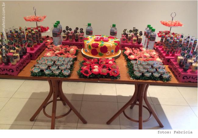Mesa decorada para feijoada - rótulos personalizados